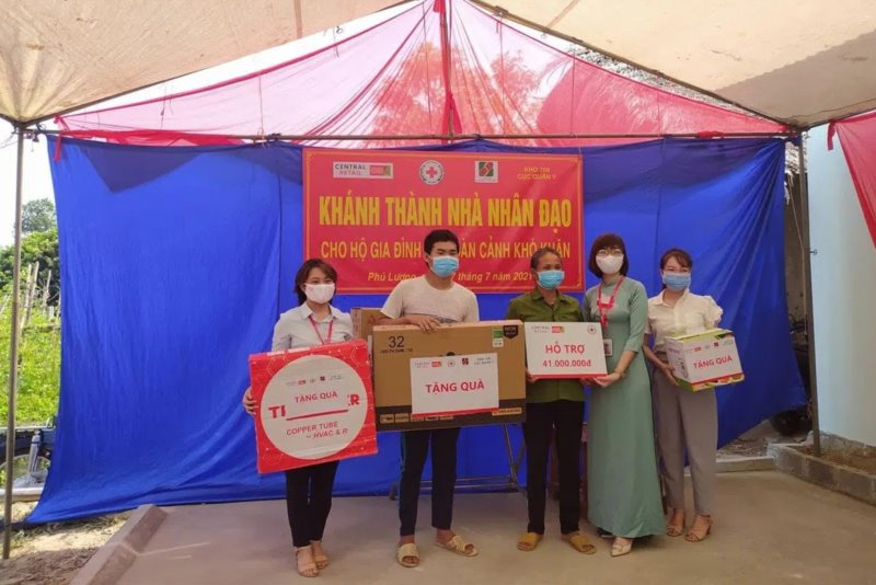 Central Retail in Vietnam and Red Cross Vietnam built houses for families with difficulties in Thai Nguyen using the raised fund from store donation boxes