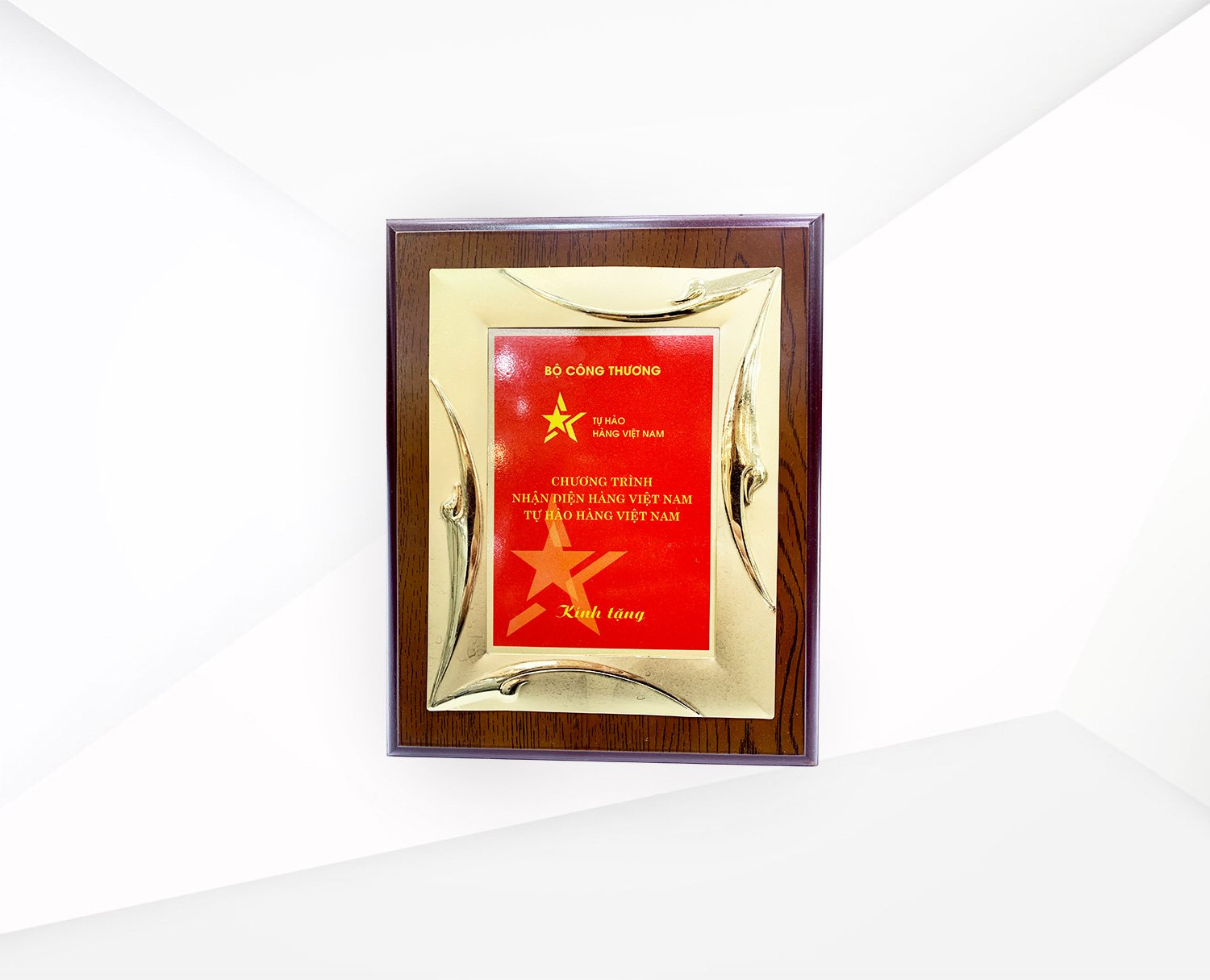 Recognition of efforts in supporting Vietnamese goods by Vietnam Ministry of Industry & Trade